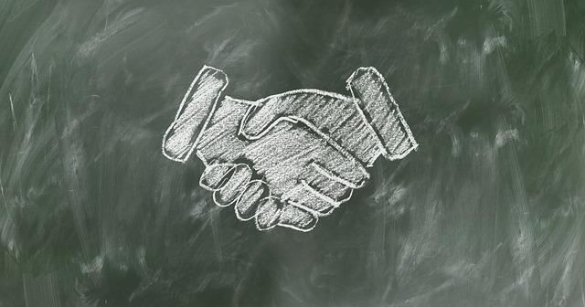shaking-hands-2499612_640
